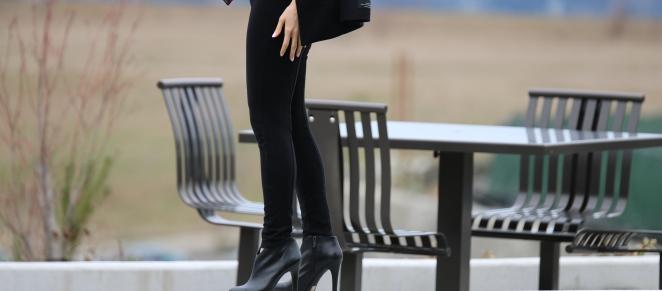 Aritzia Spencer Black Coat, Aritzia leggings, Marc Jacobs bag purse, red and black scarf target