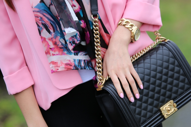 Vince Camuto pink blazer, Alberto Makali Nordstrom Scarf, Chanel le boy bag in black and gold, michael kors watch, aritzia leggings, seattle, fashion to follow, amanda